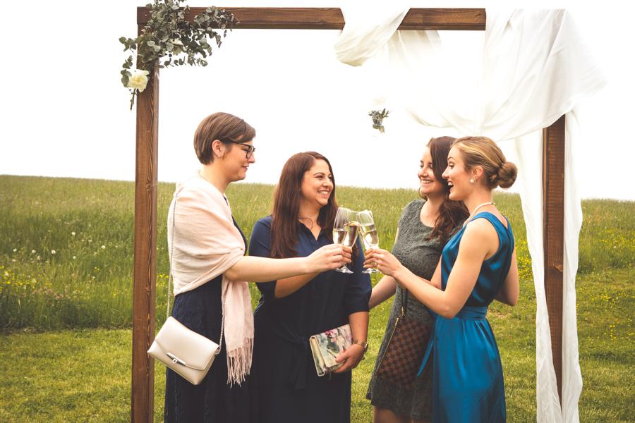 Cheers auf das Brautpaar!