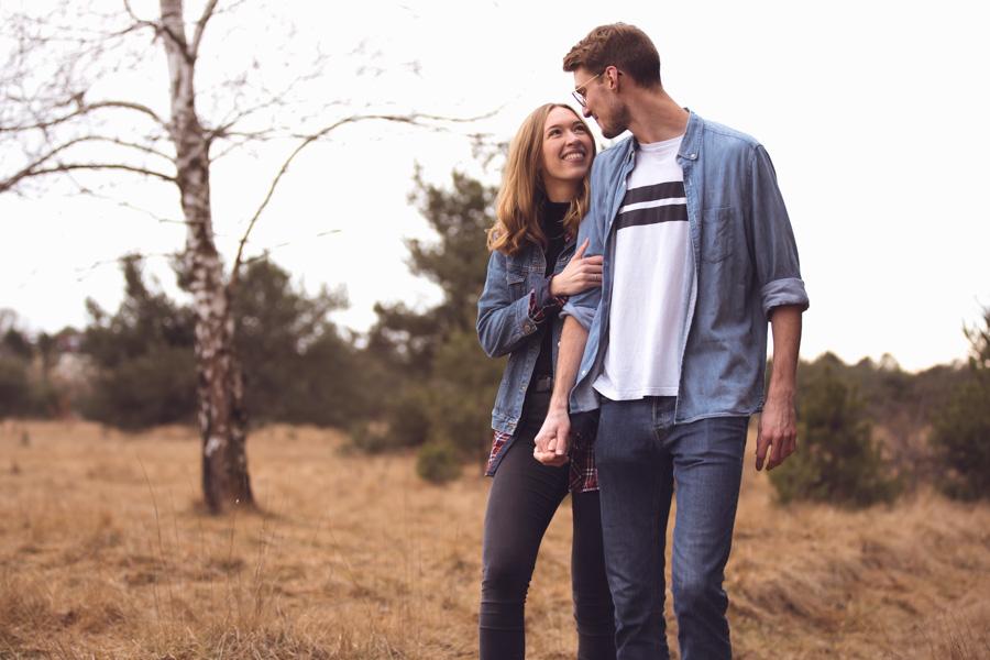 Frisch verheiratetes Paar beim Fotoshooting in der Fröttmaninger Heide